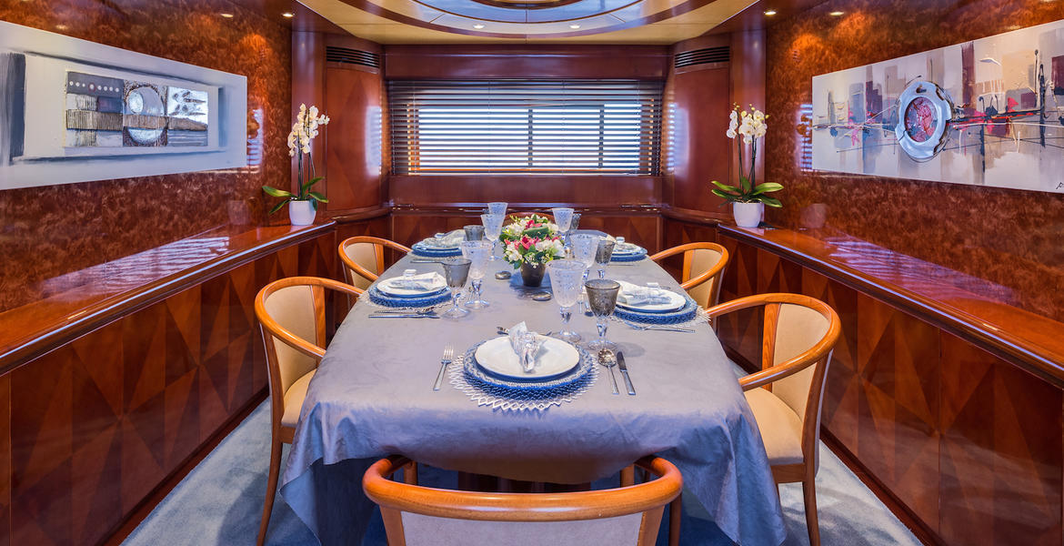 Yachtlove-marvide-dining
